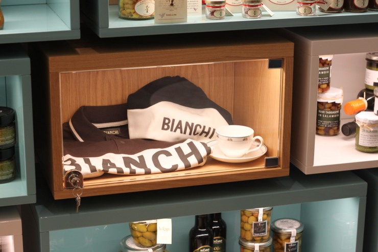 bianchi cafe and cycles 28