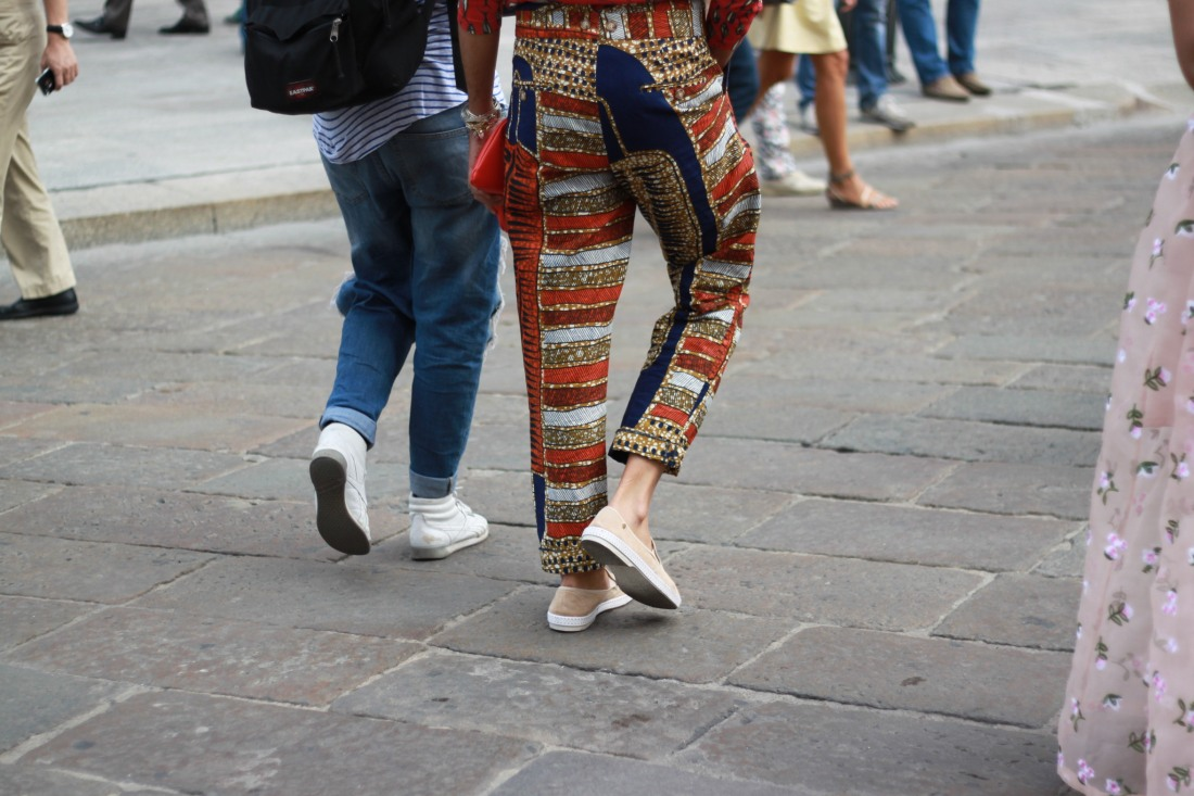 PITTI UOMO streetstyle walking